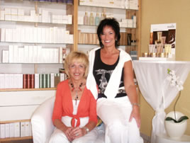 Frau Riedel und Frau Kleinhans-Bäcker im Kosmetik Atelier Sternenklar